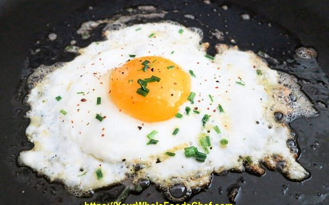 Keto Fried Eggs with Marjoram and Red Wine Vinegar